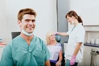 Операция удаления зуба